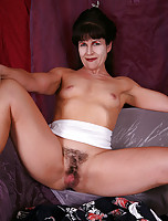 Muscular MILF Andie from AllOver30 spreads her pussy asian style
