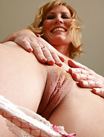 Hometown MILF Cheyanne from AllOver30 putting on a show for us