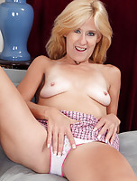 Insatiable blonde mom needs some sexual healing